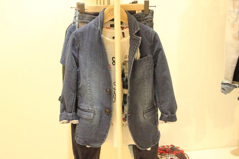 la giacca di jeans per piccoli uomini